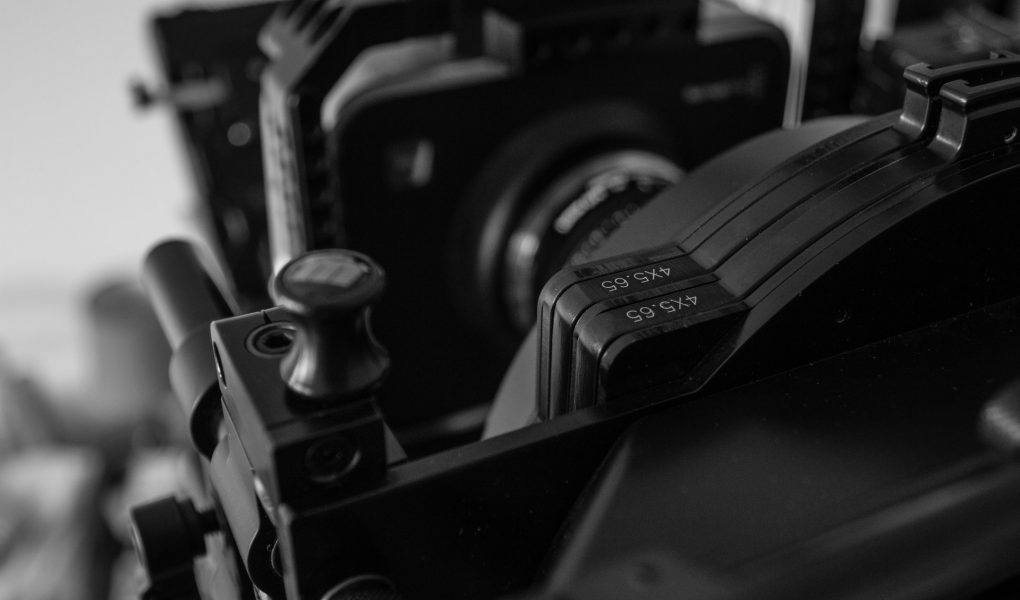 camera picture in black and white